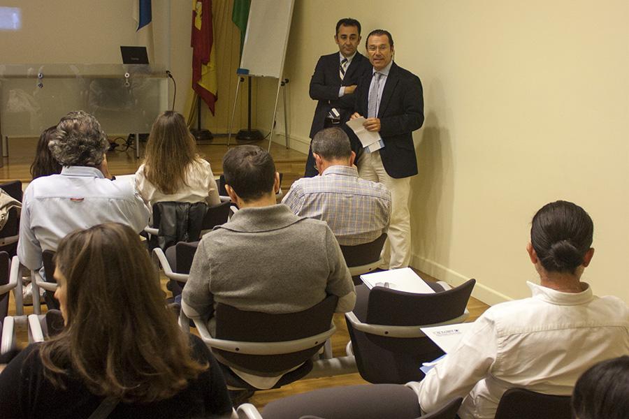 El Dr. Javier Casas cierra los cursos monográficos con una ponencia sobre materiales de prótesis