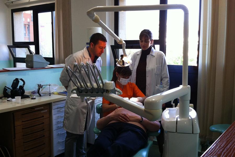 Javier Ventura. Experto prótesis sobre implantes
